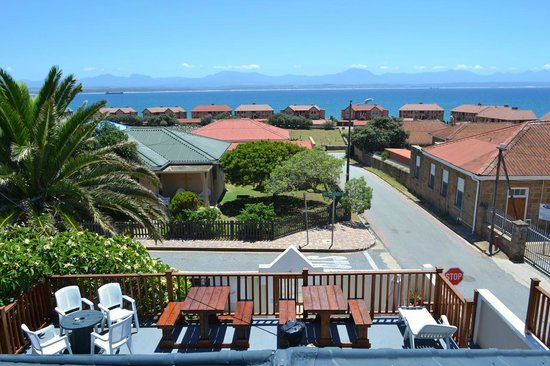 Mossel Bay Backpackers: Sun deck view