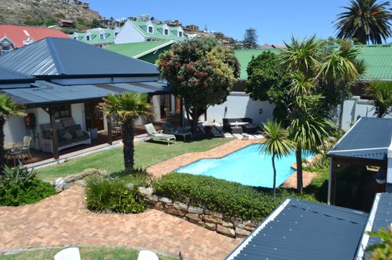 Mossel Bay Backpackers: swimming pool quad