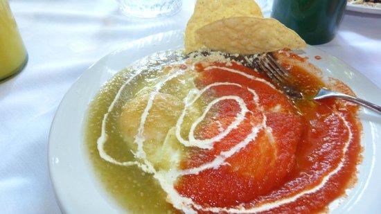 Casa Sirena Hotel:                   Huevos Divorciados