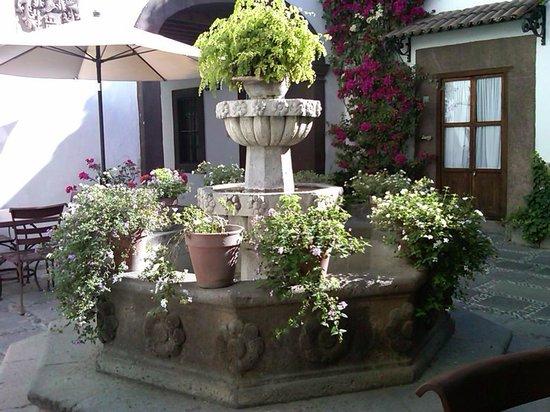 Hotel Layseca:                   Fuente con historia