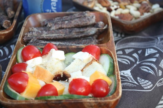 Hlosi Game Lodge:                   Snack am Game Drive