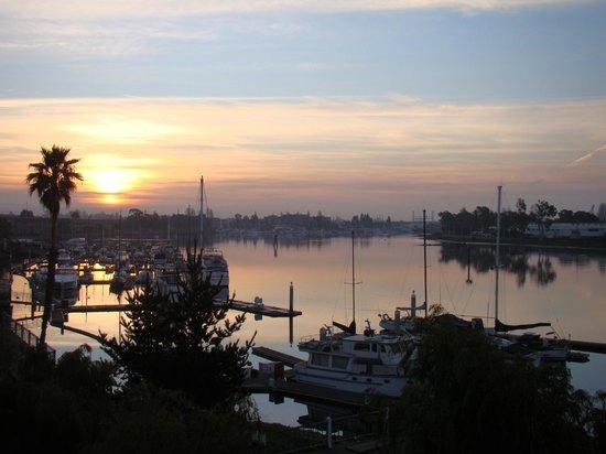 Homewood Suites by Hilton Oakland-Waterfront:                   Vista da sacada da suite que ficamos...