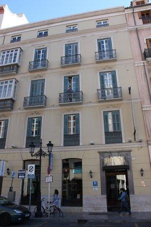 Atarazanas Malaga Boutique Hotel:                   Voorkant hotel