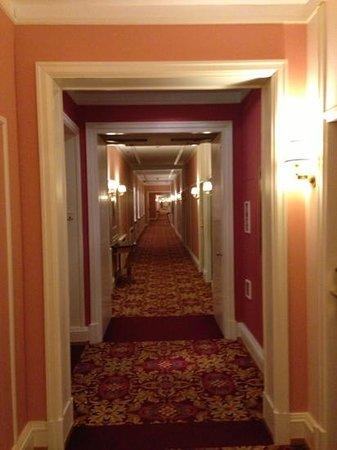 Belmond Grand Hotel Europe:                   коридор