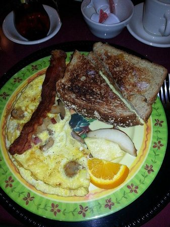 Cranmore Mountain Lodge Bed and Breakfast:                   delicious breakfast!