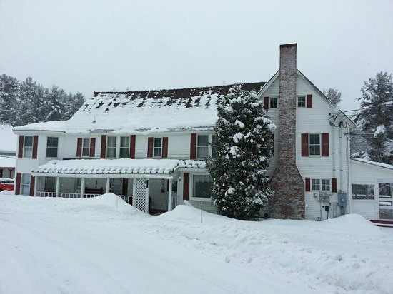 Cranmore Mountain Lodge Bed and Breakfast:                   the main buidling