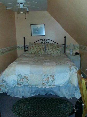 Cranmore Mountain Lodge Bed and Breakfast:                   room 11