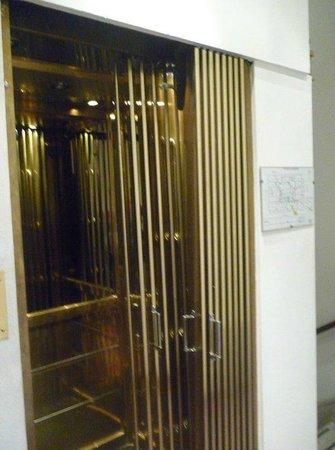 Nuevo Hotel Callao:                   elevador