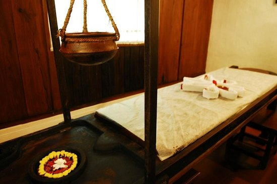 Coconut Lagoon:                   Ayurvedic massage room