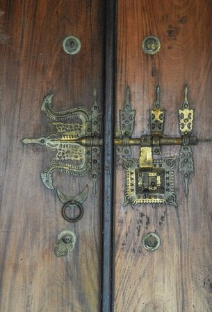 Coconut Lagoon :                   Ornate door lock
