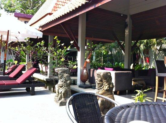 Ban Kao Tropical Boutique Residence & Spa:                   Vue de la terrasse extérieur du restaurant