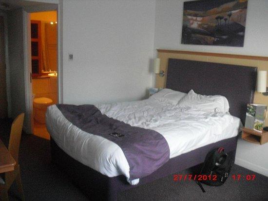 Premier Inn Sheffield City Centre (Angel Street) Hotel :                   the bed
