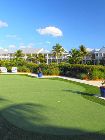 Tranquility Bay Beach House Resort: Onsite Putting Green