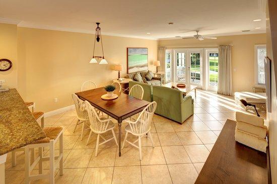 Tranquility Bay Beach House Resort: Full Gourmet Kitchens