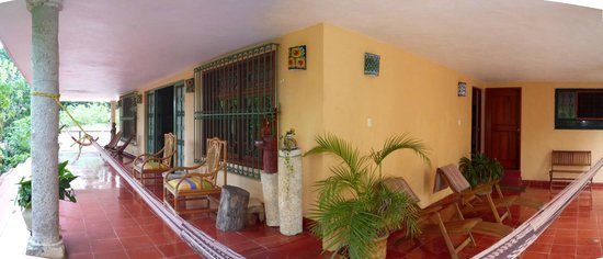 Casa Hamaca Guesthouse: seating area on the veranda