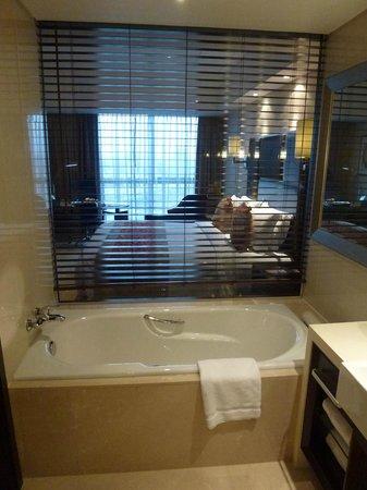 Radisson Blu Hotel Shanghai Hong Quan:                   Vue de la salle de bain