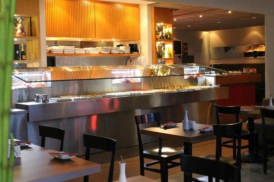 balc o do buffet e vitrine dos pescados picture of kanpai cozinha oriental centro. Black Bedroom Furniture Sets. Home Design Ideas