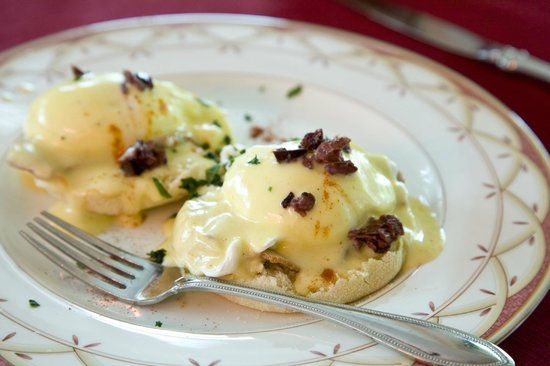Blair House Inn: Enjoy Hill Country Eggs Benedict