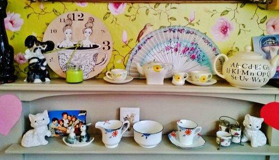 Queenies Tea Room:                   x