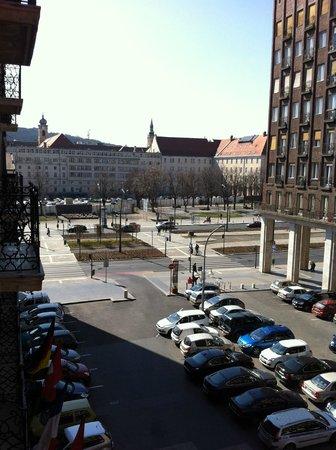 Regency Suites Hotel Budapest:                   vista dal balcone