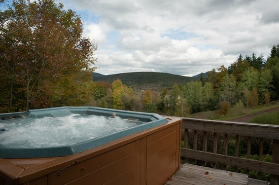 Cuomo's Cove:                   Hot Tub in the Mountains