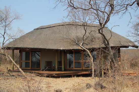 Buffalo Ridge Lodge :                   Outside view of the bungalow
