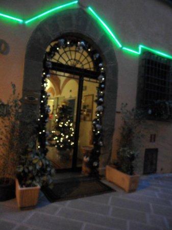 Leonardo Hotel :                   illuminato a festa!