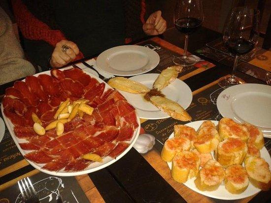 Dehesa Santa Maria :                   jamón, lomo, torta extremeña y pan con tomate