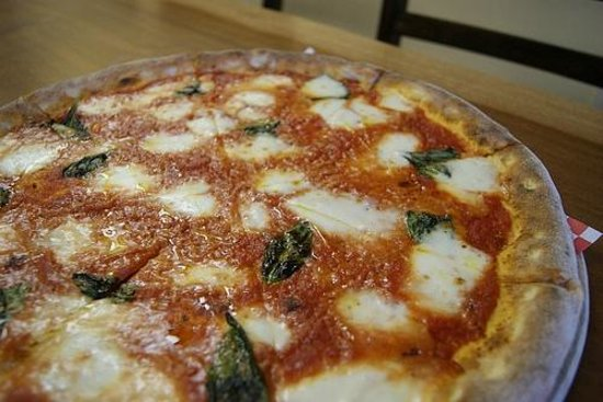 Evviva Woodfired Pizza: MARGHERITA