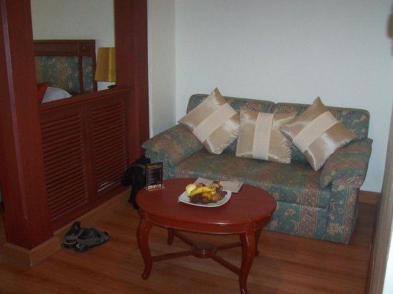 Absolute Sea Pearl Beach Resort & Spa: Our sofa/table