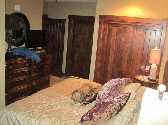 Crystal Peak Lodge:                   Master bedroom
