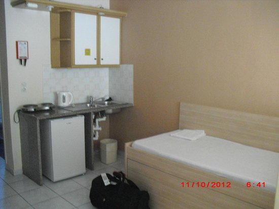 Zante Plaza Hotel & Apartments:                   sink and kitchen