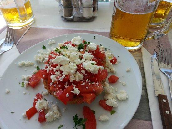 Myconian Ambassador Relais & Chateaux Hotel:                   Melhor bruschetta em Mykonos fica no Katerina's Bar & Restaurant