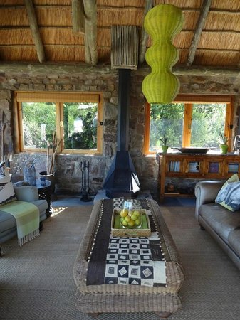HillsNek Safaris, Amakhala Game Reserve:                   Lounge