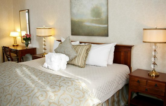 The Gananoque Inn and Spa: Honeymoon Suite