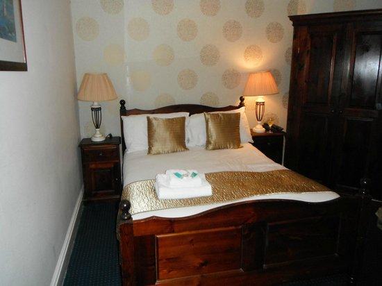 Resolution Hotel:                   Room 306