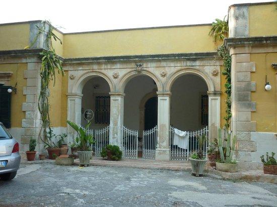 Villa Messina B&B :                   Posizione stupenda per tranquillità, per il panorama e per la vicinanza ad un