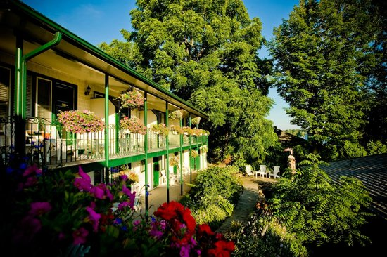 The Gananoque Inn and Spa: Annex and Pond Garden