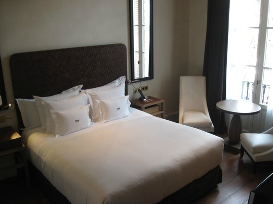 Hotel DO:                   Lovely bed and room