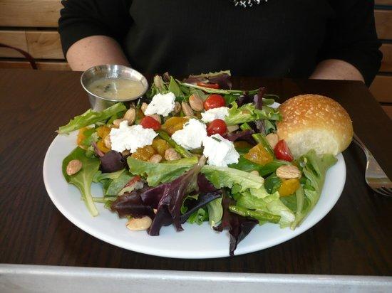 The Grove Cafe & Market: Farmer's salad