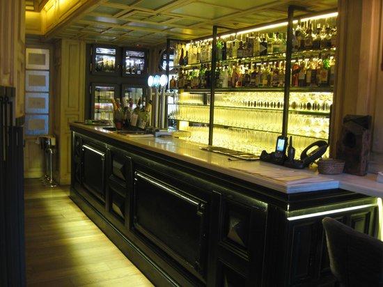 Hotel DO:                   Hotel bar