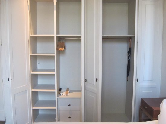 Hotel DO:                   lots of wardrobe space