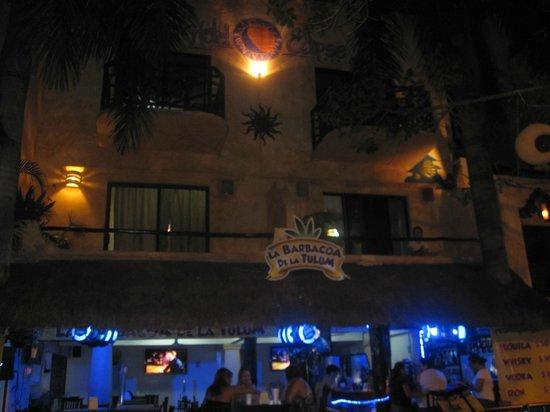 Hotel Eclipse :                   discoteca justo debajo del hotel