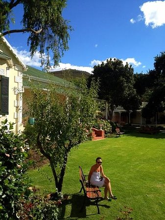 Montagu Vines Guesthouse:                                     georgeous garden
