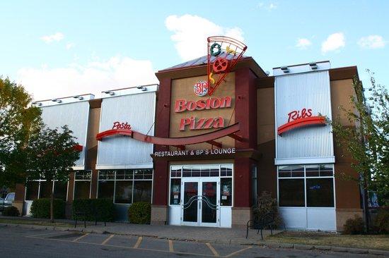 Boston Pizza: Our entrance