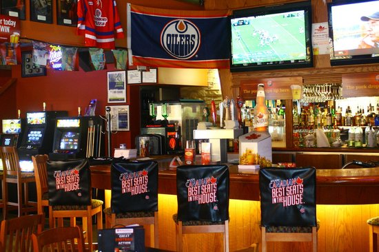 Boston Pizza: NHL in BP's Lounge