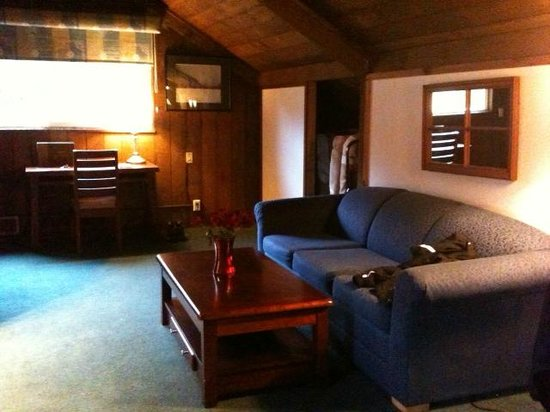 Lake Quinault Lodge:                                     The living area