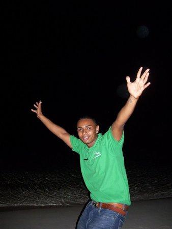 Paradise Beach Hotel:                   Lewis, le serveur hyper actif