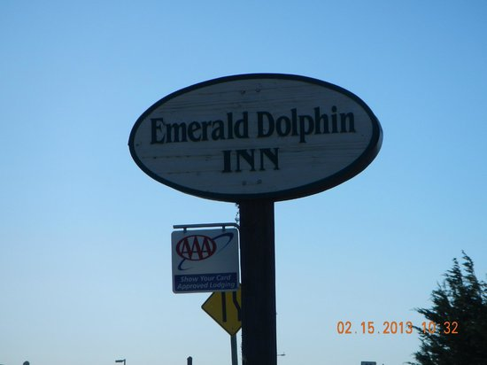 Emerald Dolphin Inn: Street Sign