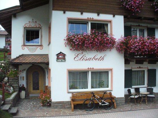 Garni Chalet Elisabeth:                   esterno